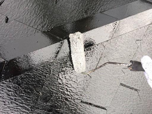 垂井町、関ヶ原町、養老町、大垣市、池田町、揖斐川町、春日村で屋根カラーベスト塗装工事中の屋根塗装工事専門店。垂井町東神田で屋根カラーベスト塗装工事/クリア仕上げ塗装作業中