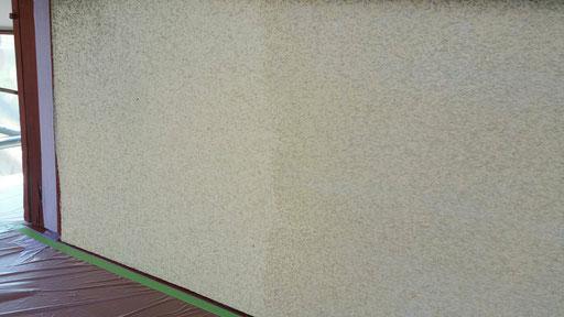 養老町、大垣市、平田町、南濃町、海津町、上石津町、輪之内町で外壁塗装工事中の外壁塗装工事専門店。養老町宇田で外壁塗装工事/下塗り塗装作業中