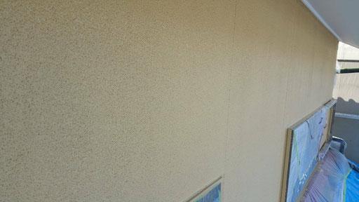 養老町、大垣市、平田町、南濃町、海津町、上石津町、輪之内町で外壁塗装工事中の外壁塗装工事専門店。養老町宇田で外壁塗装工事/上塗り作業中
