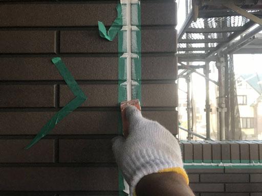 羽島市、大垣市、輪之内町、安八町、瑞穂市、海津市、養老町で外壁塗装工事中の外壁塗装金工事専門店。羽島市竹鼻町で外壁塗装/コーキング作業中