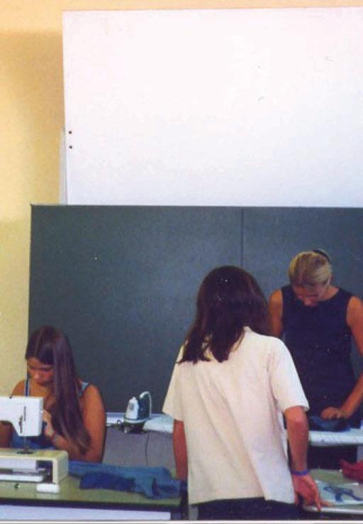 DOZENTIN MODEENTWURF-SCHNITT & SCHNEIDERN DEUTSCHE SCHULE LISSABON