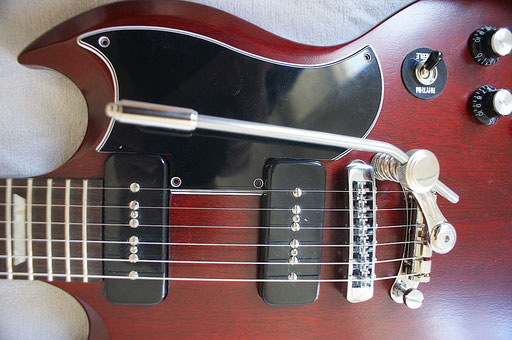 See the difference: Nickel on the Duesnberg whammy (ugly but great!) and ugly chrome on the ugly Schaller bridge (ugly and not so great.) Click to enlarge