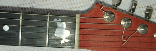 the high E-string was too close to the fretboard edge... Click to slip off