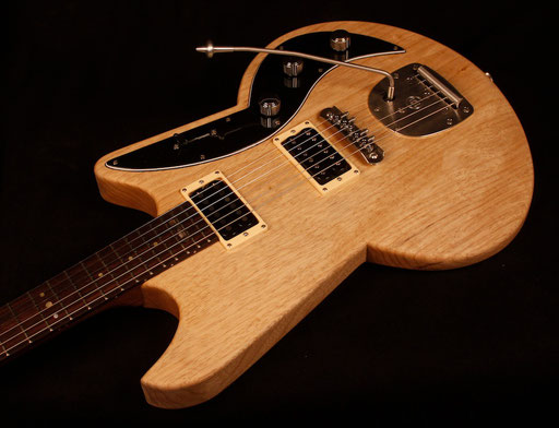 "solid korina (limba) body, walnut neck, 25,5"" scale, Mastery bridge and Mastery trem, 5-way switch."