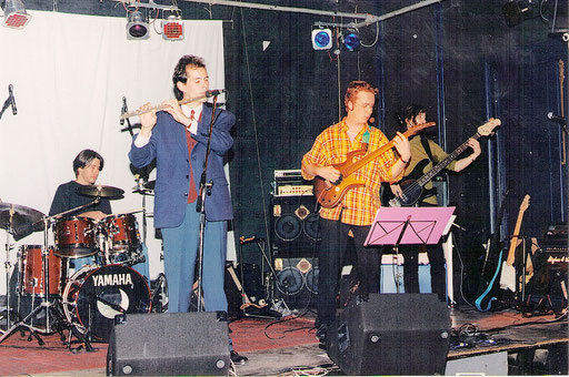Gigging the Fly in 1997. At that point it had a 6-way-rotary pickup selector and the middle pickup was still exactly in the middle. On the right my Music Man Albert Lee backup guitar. Click to enlarge