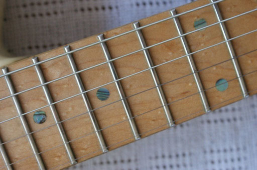 I don`t like these dots! I wish they were just black... But look at this fretboard - some bird`s eyes...