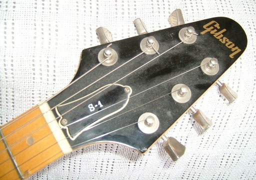Flying V headstock and pearl position dots - cool!