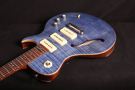 "guitarfritz` PAULETTE, formerly known as STRATMANN 1, from 2017 on in ""Worn Blue Jeans"" finish applied by Thomas Stratmann, Hannover. OMFG! Thanks, Thomas!"