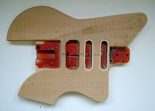 The Guitarfritz version of a Steinberger body. work in progress. Click to enlarge