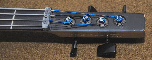 ...with - dare I say it? - with headstock! Cool!