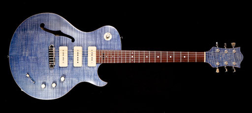 PAULETTE by guitarfritz and Thomas Stratmann. Built in 2007, blue finish added in 2017