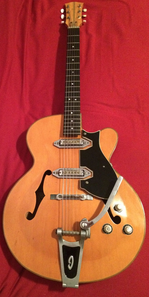 Rashid`s Ibanez 425 guitar from 1965. Amazing! Nothing missing. Different bridge, no Ibanez logo, different pickguard material, different fretboard inlays ... like the Ibanez 420-T model.