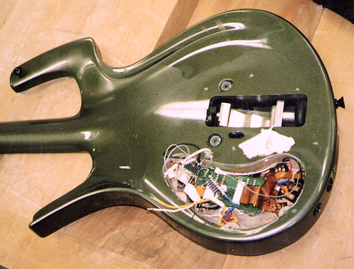 One of the downsides of thos guitar: The electric components are very complicated for an average guitar player to work on.  Click to enlarge the whole mess!