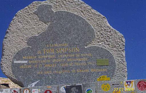 Pilgerort kurz unterhalb des Gipfels des Mont Ventoux - Tom Simpson Gedächtnisstein. Simpson starb bei der Tour 1957 ca. 1 Stunde unterhalb des Gipfels an den Folgen von Doping mit Aufputschmitteln