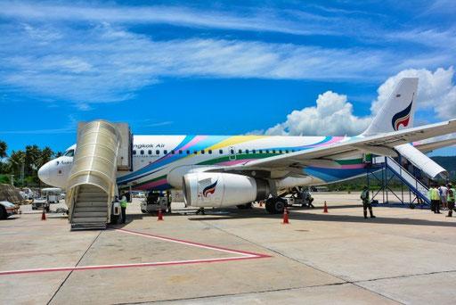 Maschine der Bangkok Airways auf dem Flugplatz in Koh Samui