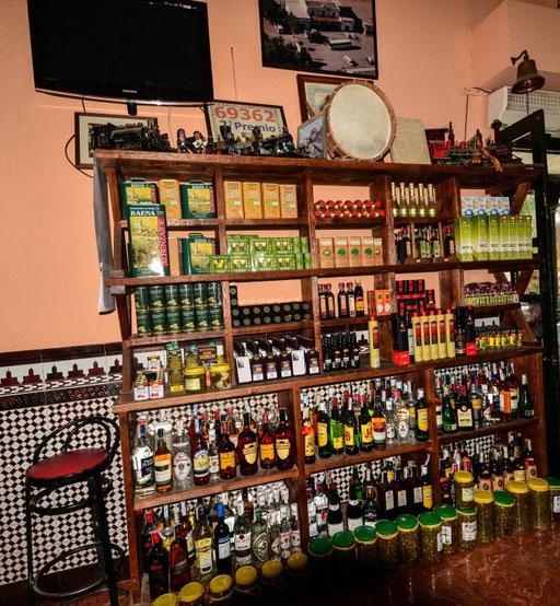 Typisch für die Region. Olivenprodukte in allen Variationen. Olivenöl, Olivenseife, Olivenshampoo. Gesund ist es ja und es kommt auch bei uns im Haushalt sehr oft zum Einsatz