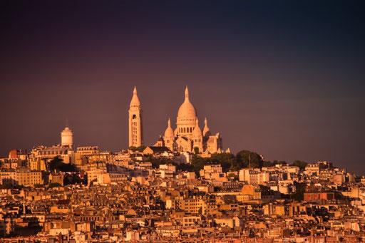 Abendlicher Blick auf Montmatre mit der Kirche Sacre Coeur (vom Triumphbogen aus fotografiert)