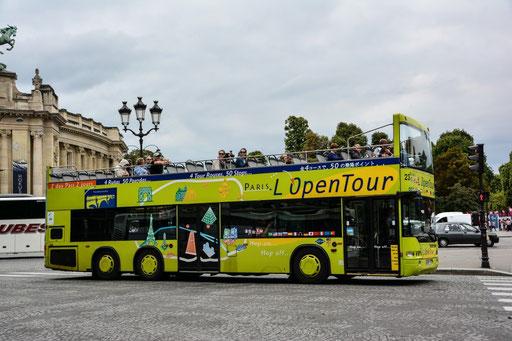 Touranbieter im Busbereich gibt es in Paris in Hülle und Fülle. Beliebt sind die so genannten Hop on - hop off Fahrten, bei denen du ein- und aussteigen kannst wo du willst. Mehrtageskarte bietet sich an.