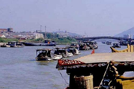 Schiffskonvoi auf dem Kaiserkanal
