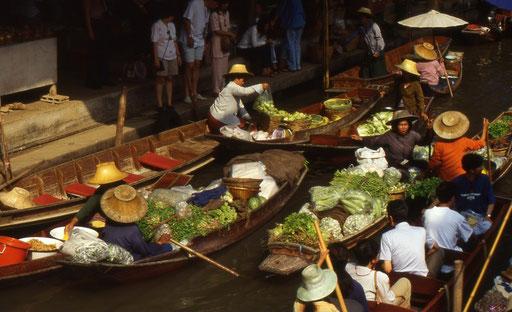 Der wohl bekannteste Markt Thailands. Die schwimmenden Märkte von Damnoen Saduak