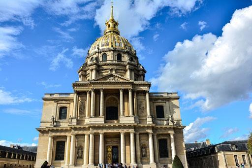 Wenn du nach dem Weg fragst, dann frag nach dem Hotel des Invalides, so nennen die Franzosen den Invalidendom. Erbaut wurde der Dom vom legendären franz. König Ludwig XIV