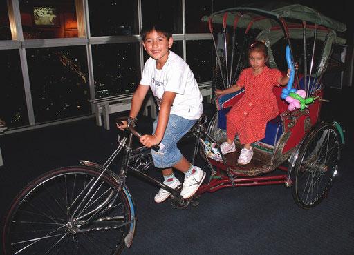 Fahrradrikschas findest du nur noch vereinzelt oder wie hier im Museum