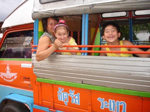 Von Dorf zu Dorf mit dem Songthäo