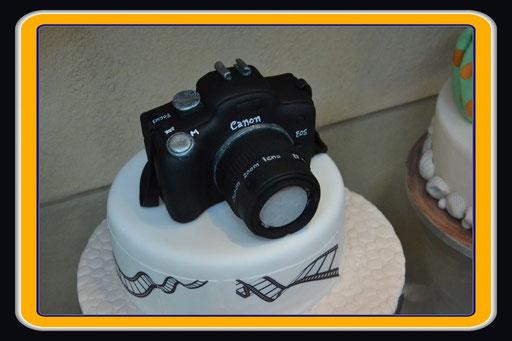 Das ist zwar eine Canon - und damit haben wir wenig am Hut - aber trotzdem originell - Zuckerguss...gesehen in Dubai (Foto: Daniel Schlenk)