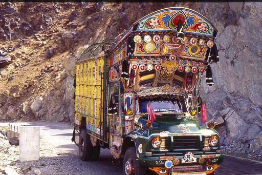 LKW auf dem Karakorum-Highway