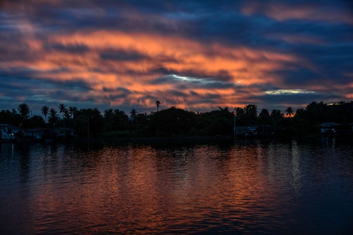 Sonnenuntergang in Nonthaburi (nahe Bangkok)