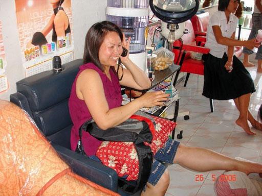 Um zum Friseur zu gehen, musst du nicht nach Bangkok. In jeder größeren Ortschaft gibt es (sehr gute) Coiffeure