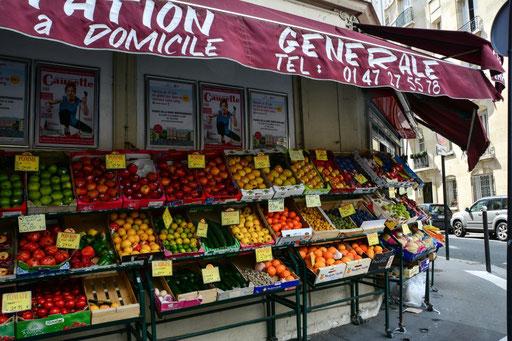 Der Mini Supermarkt unseres Vertrrauens - gleich um die Ecke unseres Hotels - frisches Obst und mehr