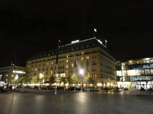 Das ehrwürdige Hotel Adlon im Lichterglanz