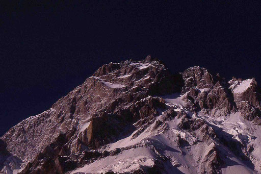 Bergriese Nanga Parbat am frühen Morgen