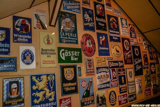 Da sieht man die Brauereivielfalt in Deutschland. Uns wurde erklärt, dass es in Deutschland weit mehr als 1000 Brauereien gibt, knapp 600 davon in Bayern sind und davon ca. 300 bei uns in Oberfranken. Wir haben somit die größte Brauereidichte der Welt.