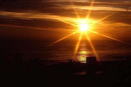 Sonnenuntergang in Durban am Indischen Ozean. Ich gebe zu unter Verwendung eines Effektfilters