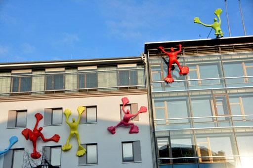 Kunst an einem Bürogebäude in der Bahnhofstraße