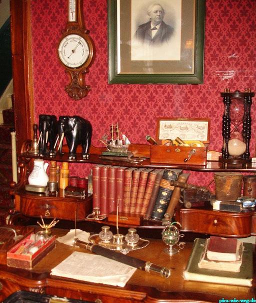 Der Arbeitsplatz von Sherlock Holmes (Aufnahme aus dem Sherlock Holmes Museum London)
