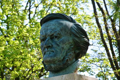 Büste Richard Wagners im Park unterhalb des Festspielhauses