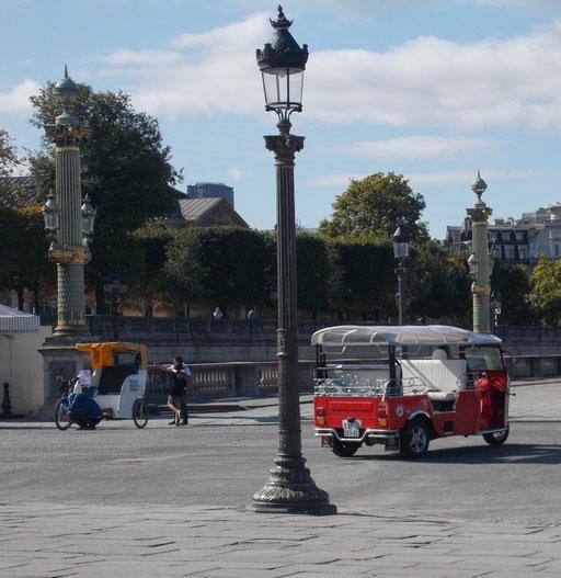 Tuktuk auf dem Place de la Concorde