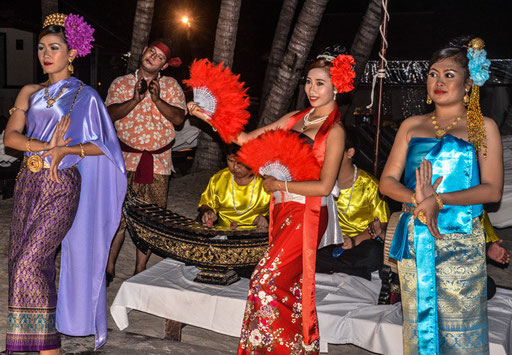 Foto: Daniel Schlenk/Abendentertainment im Impiana Beach Hotel