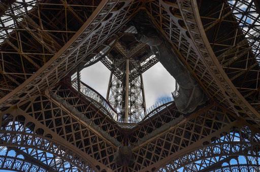 Einfach ein Gestell aus Stahl - erbaut von Gustave Eiffel - aber weltberühmt. Was wäre Paris ohne den Turm?