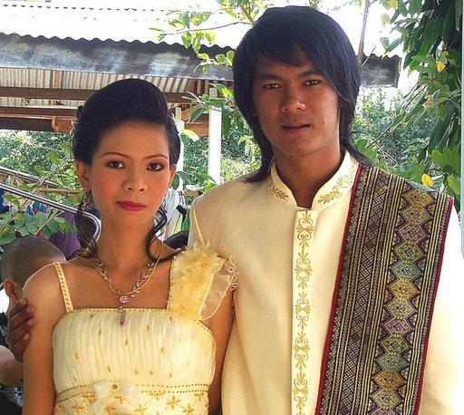Seide wird in Thailand zu besonderen Anlässen getragen, wie hier zu einer Hochzeit meiner Verwandtschaft
