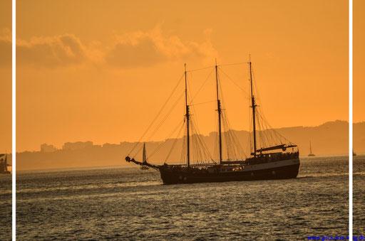 Sonnenuntergang über dem Rio Tejo