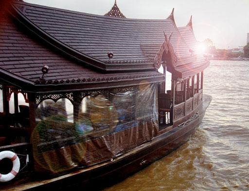 Restaurantschiff auf dem Chao Phraya