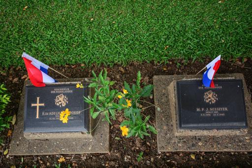 Auf dem nahe gelegenen Soldatenfriedhof in Kanchanaburi