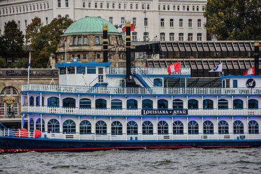 Mit dem Shuffleboat kannst du eine Hafenrundfahrt unternehmen