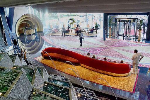 Lobby im Burj Al Arab (Foto: Daniel Schlenk)