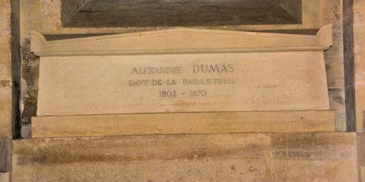 Die drei Musketiere - das wohl bekannteste Werk Alexandre Dumas erzählt die Geschichte von Athos, Porthos, Aramis und D´ Artagnan, die zur Zeit Ludwig XIV Paris aufmischten