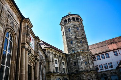 Im Hof der Schlosskirche